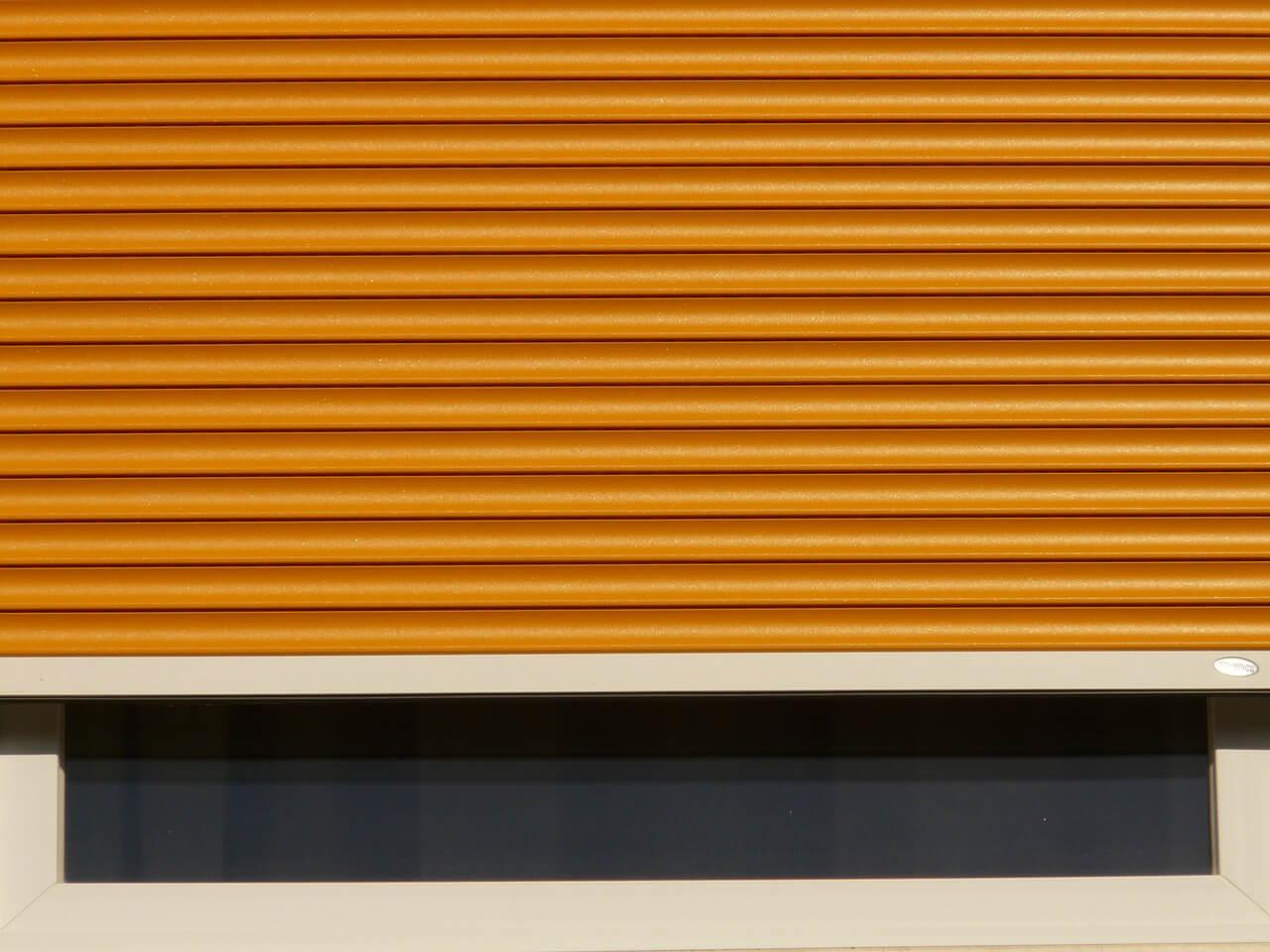 automatyczne rolety zewnętrzne pomarańczowe