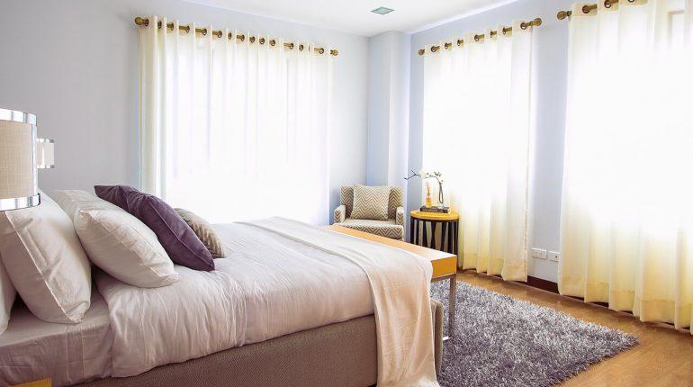 firany bez prasowania w sypialni